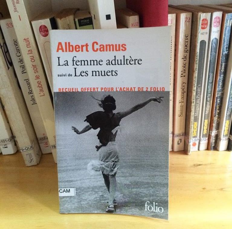 """Couverture du roman """"La femme adultère"""" suivi de """"Les muets"""", Albert Camus"""